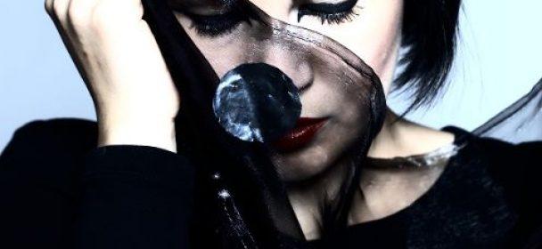 """News: MINA HARKER – Zurück mit neuer Single und Video """"Schwarze Witwe"""""""