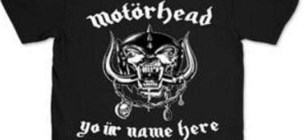 News: Motörhead – UMLÄUT YOUR NAME ON EVERYPLAYLISTLOUDER.COM und/ oder kreiere dein auf dich zugeschnittenes T-Shirt mit dem Motörhead Snaggletooth !