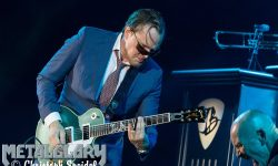 NEWS: Blues Rock Ikone Joe Bonamassa kündigt sein mit Spannung erwartetes neues Album 'Royal Tea' an.